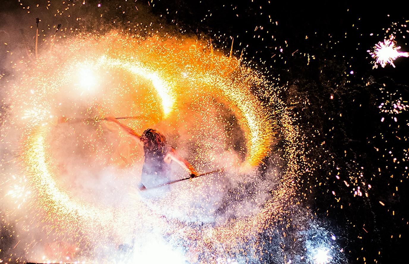 Spécial fêtes... des lumières de Cluny à Diwali par le comptoir universel de l'or Mâcon